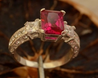 ALEXIS Silver Ring With Ruby
