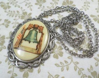 Vintage Silver Tone Porcelain Cameo Pendant Necklace DL#8