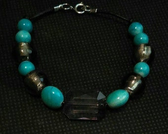 Glass and stone beaded bracelet