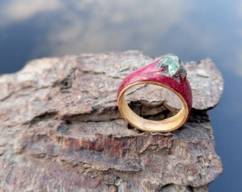 Apatite and purple heart wood bentwood ring.