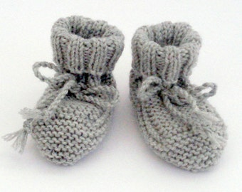 KNITTING PATTERN: bootees 0 - 3 months, with ribbed or garter stitch cuff.