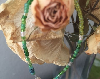 Beaded friendship bracelet (green)