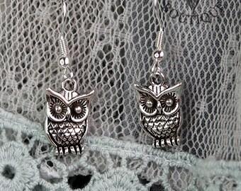 Cute 3D owl, drop earrings in antique silver finish (Code ESP006)