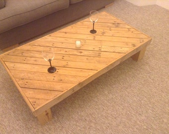 Hand crafted reclaimed wood pallet coffe table