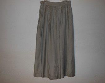 women's high class plates skirt  L