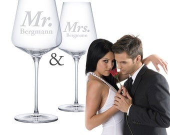 Wine Glass Set - Mr and Mrs – 2 Wine Glasses with Personal Engraving - Wedding Gifts