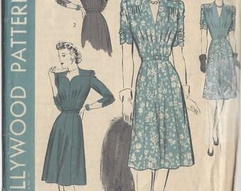 1943 Vintage Sewing Pattern B38 DRESS (1077)  Hollywood Pattern 1079