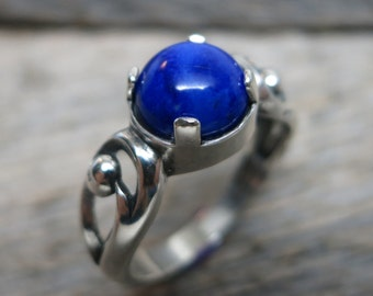 Eidyia ring ... cast sterling silver / spiral scrolls / lapis lazuli / US ring size 8