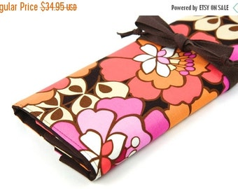 Sale 25% OFF Large Knitting Needle Case - Stella Bloom - 30 brown pockets for all size needles or paint brushes