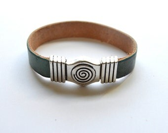 Flat Leather Bracelet Hot Pink with Spiral Magnetic Clasp