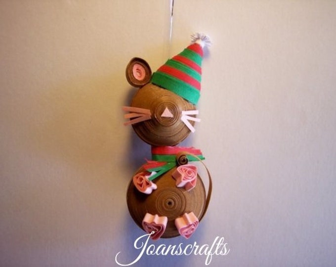 Christmas Mouse miniature ornament in Quilling