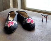 1930s Silk Satin Embroidered Chinese Slipper Shoes