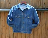 Vintage denim designer LEVIS extra small STANDARD TRUCKER mens jean jacket