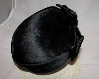 Vintage Black Velvet Ladies Pillbox Halo Hat with Front Bow, Topper, 50s, chic, sophisticated