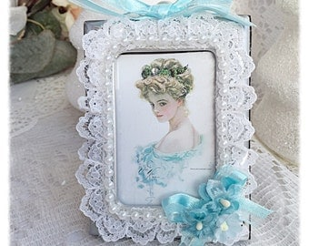 Framed Victorian Vintage Lady Image Holding Cat Shabby Chic ecs sct schteam svfteam