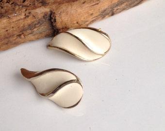 Cream Enamel Earrings, Vintage Earrings, Enamel Over Base Metal, Teardrop Earrings, Elegant Earrings