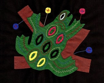 FROG SALE! - Textural Tree Frog Mola - Hand Sewn Kuna Indian Applique and Embroidery