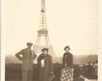 Vintage 1930 /30s French black & white original photography Eiffel Tower / with dogs