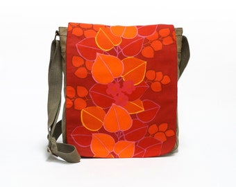 Ellis - Canvas Messenger Bag | Crossbody bag | Retro Shoulder bag upcycled with original vintage fabric in red and orange  by EllaOsix