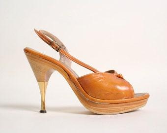 Vintage 1970s Heels - Wood Platform Leather Side Strap Golden High Heels - Size 6.5
