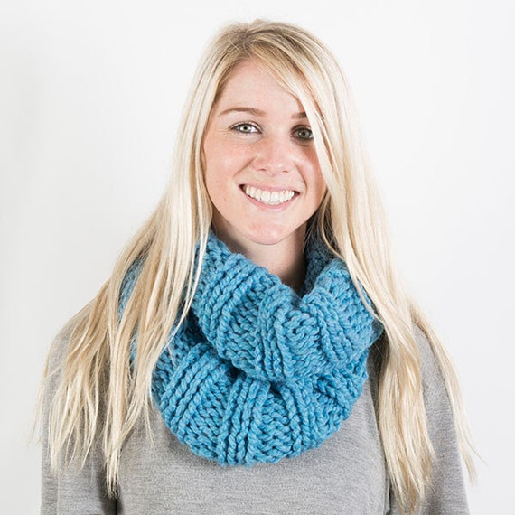 Chunky Women's infinity scarf, knitted scarf, chunky scarf, knitted infinity scarf, cowl scarf