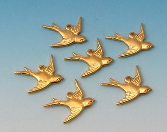 Bird Charm, Matte Gold, East Facing, Trinity Brass, 6 Pieces AG298