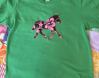 Pink Brown Hibiscus pony horse tshirt in boxy cut size Large 14-16 in fresh spring green