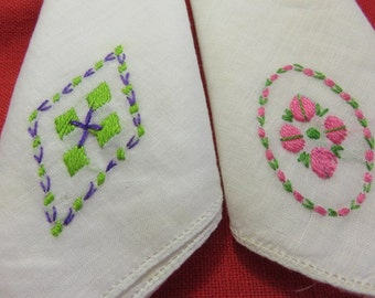 2 Vintage Hankies with Machine Embroidered Flowers Vintage Linen Hanky Handkerchief