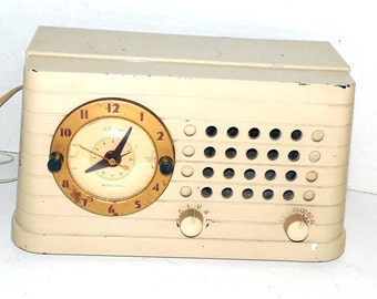 1950 Telechron Clock Radio Serviced, Warranty