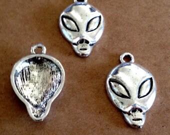 4 - Alien Face charms - Antique Silver - SC203 #ME