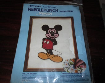 Vintage Disney Hi! I'm Mickey Mouse Needlepunch Embroidery Kit Paragon 5101