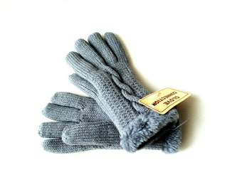 Winter fashion vintage 80s grey acrylic with a faux fur knit gloves. Made by Becker House.One size fits all.Mint condition.