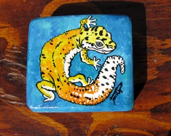 Recycled wood acrylic leopard gecko painting