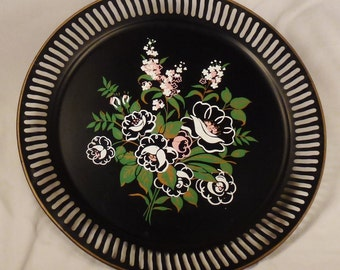 Vintage TOLE Floral 1950s Round SupperTray  colorful  Beige background app 19 in diameter