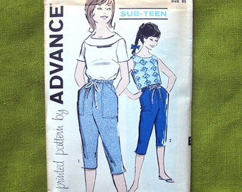 1960s Girls Top and Capris Vintage Sub-Teen Sewing Pattern / Advance 9743 // Size 8S or 10S // Uncut Ff