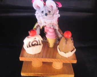 Mouse with Ice Cream Sundaes