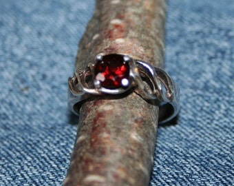 Vintage Bling Sterling Silver Garnet Ring Blood Glowing Stone
