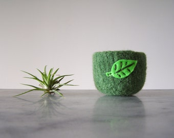 Air Plant Planter - Grass Green Wool Felted Bowl with Bright Green Leaf - Ring Bowl - Catch All - Plant Pot - Gifts for Gardeners