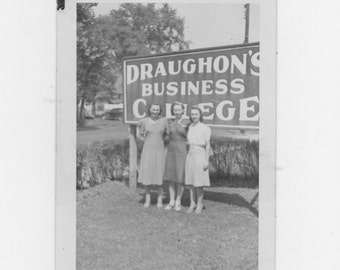original 1930-40s photo. three girls at Draughon's business college