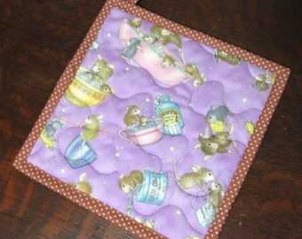 House Mouse Insulbrite Quilted Potholder:  lavendar purple, ready to ship, handmade, hostess gift,