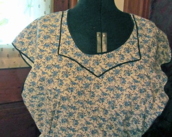 Charming Pullover Farm Style Apron  Vintage 1960's