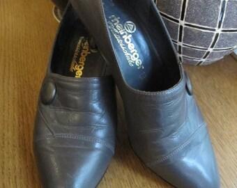 SALE Vintage 1970's grey leather shoes