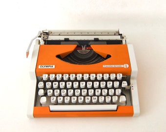 Beautiful Olympia Traveler de Luxe typewriter in white and salmon, portable typewriter