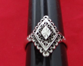 Vintage NOS new old stock silver tone size 9 ring in unworn condition