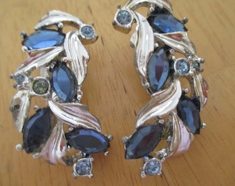 Vintage costume jewelry  / High end  rhinestone  clip on earrings / Sarah Cov