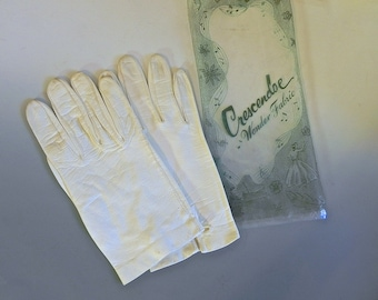 Vintage 1950s Gloves Buttery Soft Leather - 50s White leather Wrist Length Gloves