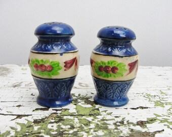 Vintage urn shaped salt and pepper shaker set