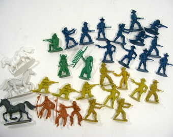Cowboys Indians 30 pieces of plastic figures