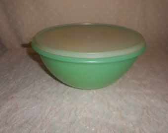 Tupperware Pastel Wonderlier Bowls and lids set of 3 with lids (read details)