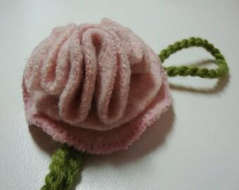 Wool flower pin - pink